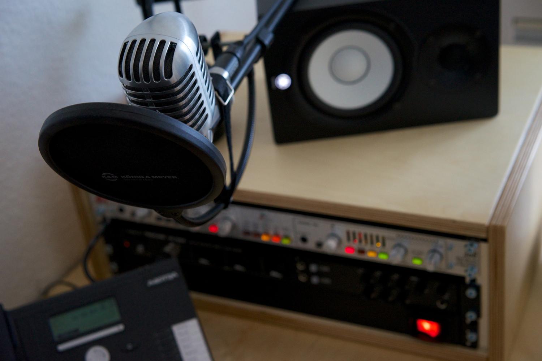 FRESH INFO +++ Produktionstisch: Mikrofon